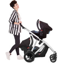 phil-teds-travel-systems-mum-using-the-verve-travel-systems-on-her-buggy_product_photo